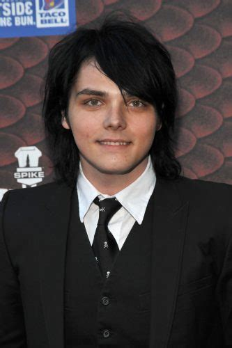 Gerard Way Height Weight Age Biceps Size Body Stats